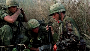Hamburger Hill [1987]